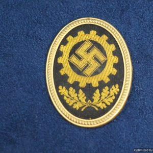 SMGQ-0045 DAF Cap Badge Lieferant No 47